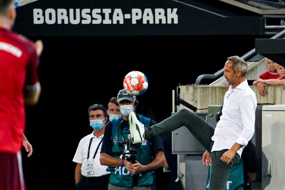 Adi Hütter (51) ist noch gut in Form! Beim ersten Heimspiel gegen den FC Bayern zeigte sich Gladbach-Trainer technisch versiert an der Seitenlinie.