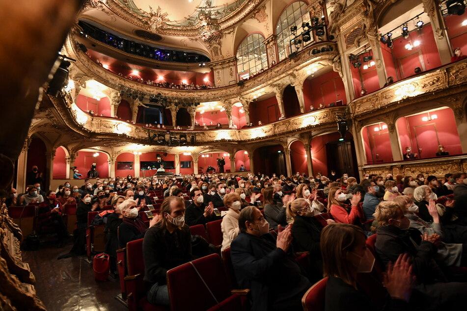 Das Berliner Ensemble durfte am Freitagabend im Rahmen des Berliner Pilotprojekts während der Corona-Pandemie öffnen. Die SPD will die gesamte Kulturbranche stärken.