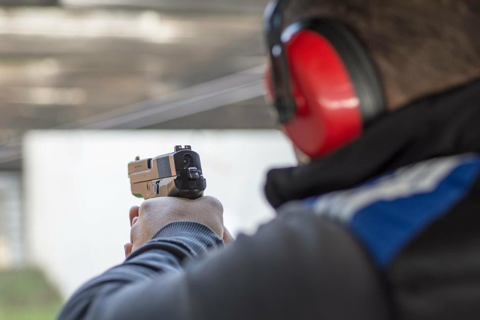 An einer Schießanlage in Hattingen soll es zu zwei Schwerverletzten gekommen sein. Die Hintergründe sind unklar. (Symbolbild)