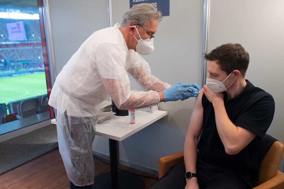 Laumann: AstraZeneca-Impfstoff in NRW nur für unter 65-Jährige