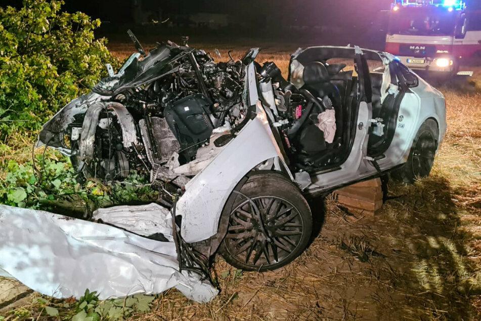 Junger Mann stirbt bei Horror-Crash: Audi kracht gegen Baum