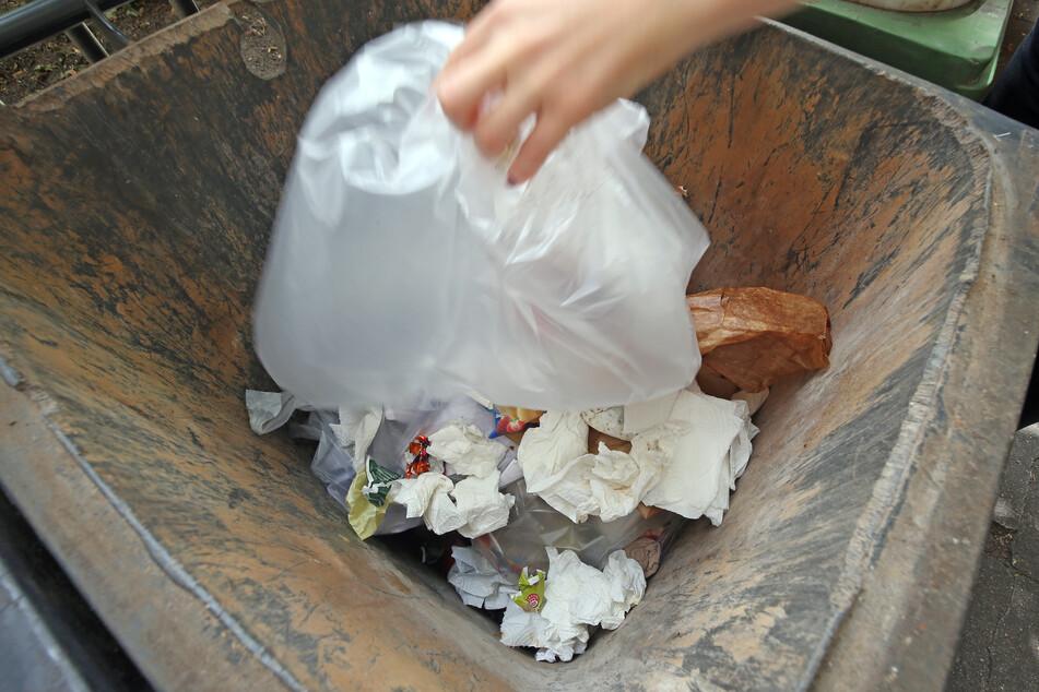 So ist's richtig: Quarantäne-Haushalte sollten sämtlichen Abfallprodukte in den Restmüll werfen.