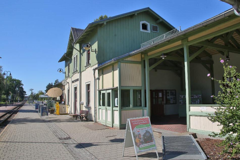 Die Ticketverkaufsstelle der Lößnitzgrundbahn im Moritzburger Bahnhof wurde geplündert und verwüstet.