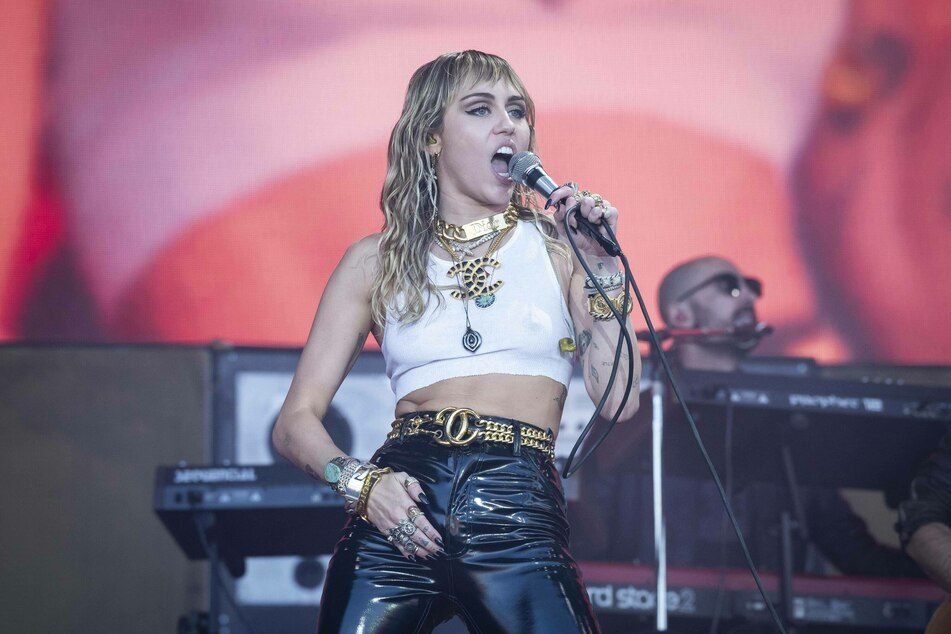 Miley Cyrus doesn't care about gender when it comes to dating.