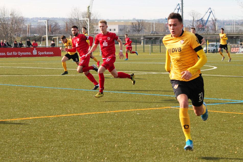 Dresdens Stürmer Simon Gollnack (r.) erzielte zwar letzte Woche den goldenen Treffer beim wichtigen 1:0-Sieg gegen Niendorf, blieb gegen Union aber ohne Tor. (Archivbild)