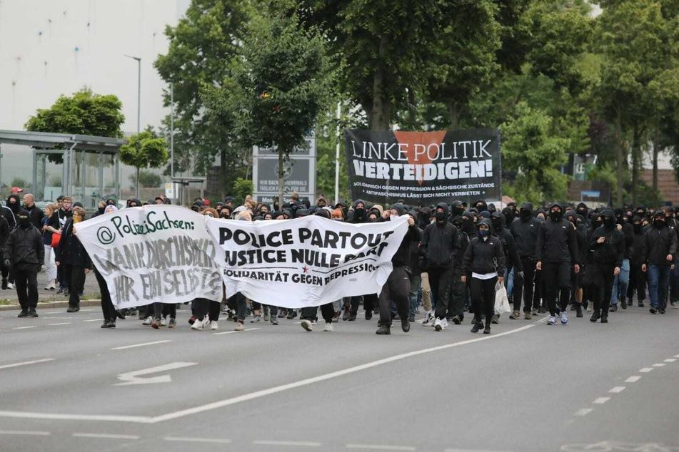 Mehrere hundert Demonstranten kamen in Connewitz zusammen.