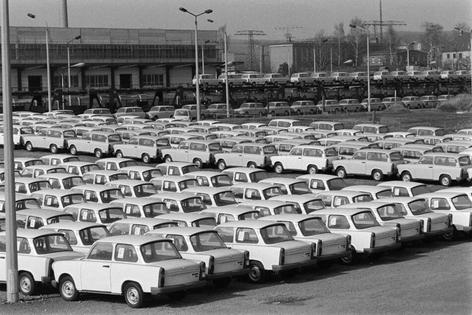 Nach der Wende wurde das DDR-Kultauto zum Ladenhüter: Trabant-Halde in der Zwickau Schubertstraße Mitte März 1991.