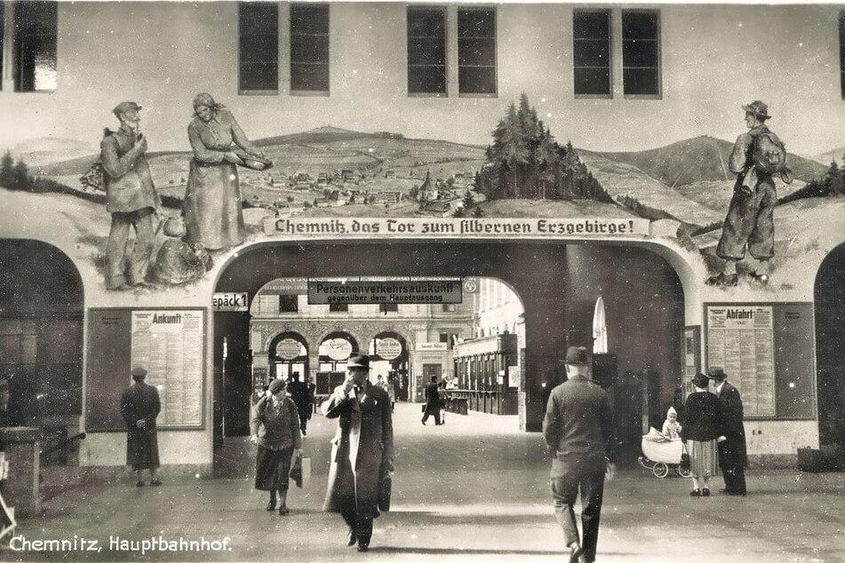 Ein Wandgemälde begrüßte einst die Zug-Reisenden, wie hier in den 1930er-Jahren. Bald soll es neu entstehen.