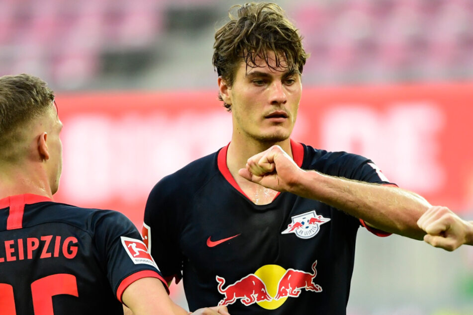 Patrik Schick (r.) fühlt sich in der Bundesliga offenbar wohl. Für Leipzig schoss er zehn Tore in 22 Bundesligaspielen.