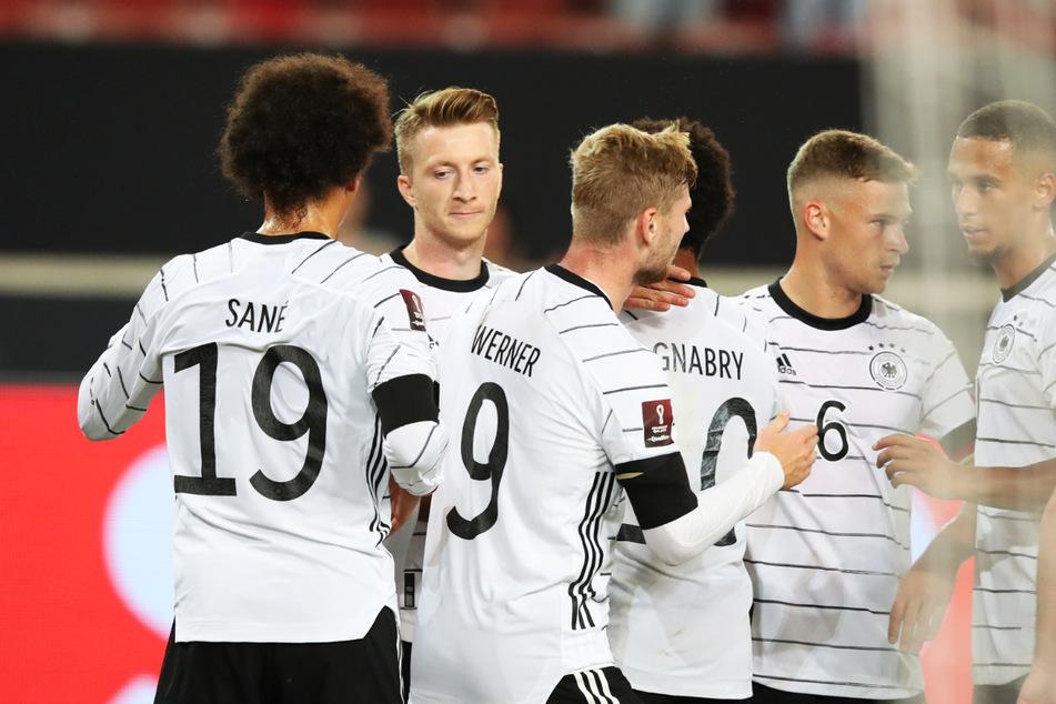 Marco Reus (2.v.l.) trug sich ebenfalls in die Torschützenliste ein und erzielte das 3:0.