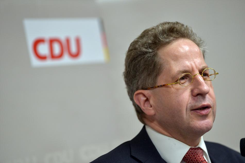 Der früherer Verfassungsschutzpräsident Hans-Georg Maaßen (58, CDU) ist im Wahlkreis Südthüringen zum Bundestagskandidaten gewählt worden. Politiker aus mehreren Parteien werfen ihm vor, am rechten Rand zu fischen.