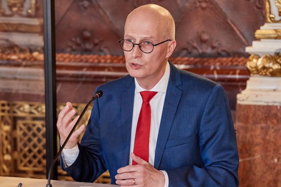 Bürgermeister Peter Tschentscher (55, SPD) spricht davon, dass Hamburg auf die Warnungen der Wissenschaft höre.