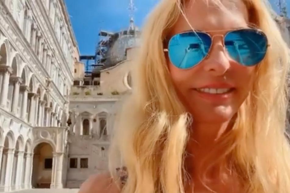 Ohne Maske durch Venedig? Followerin legt sich mit Sonya Kraus an