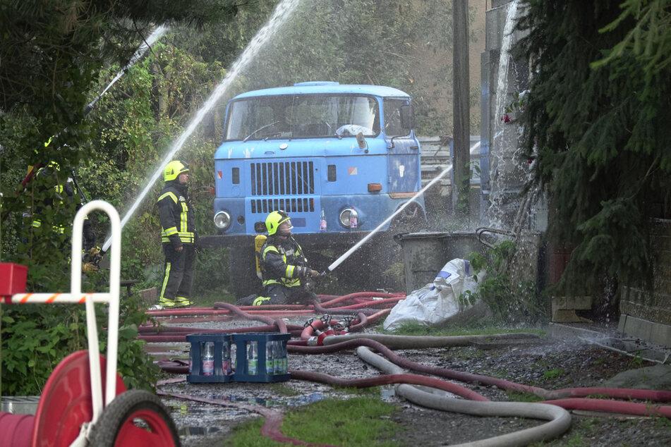 Die Feuerwehr konnte den Dreiseitenhof bei Amtsberg nicht retten.