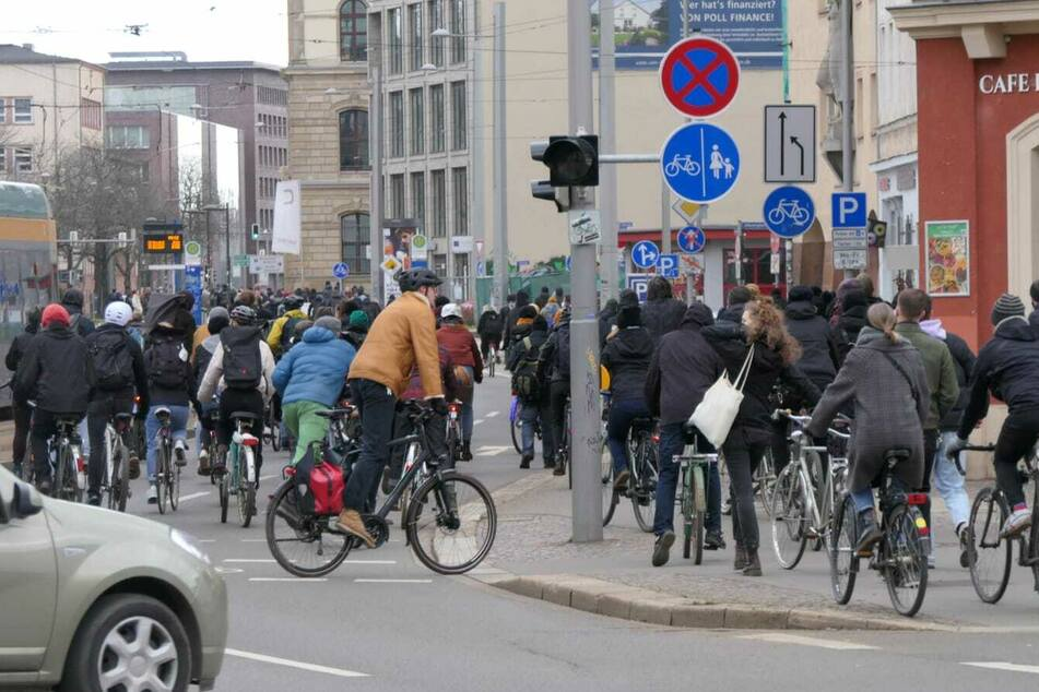 Leipzig: Anti-Corona-Demos in Leipzig: Polizei registriert zahlreiche Verstöße und Straftaten