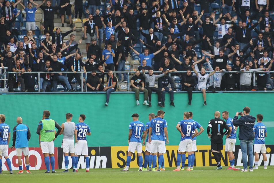 Die Fans vom FC Hansa Rostock applaudierten am Samstag den Spielern trotz der Niederlage.