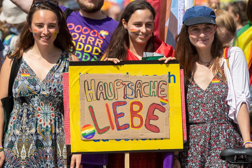 """Die bunte und schrille Veranstaltung trägt in diesem Jahr das Motto """"Meine Stimme ist queer - Unsere Wahl gegen Diskriminierung""""."""
