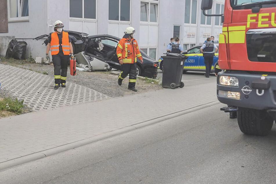 Auto prallt gegen Hauswand: Rettungsheli im Einsatz