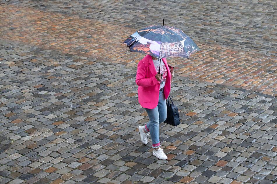 Nie ohne Regenschirm aus dem Haus: In den nächsten Tagen muss in Nordrhein-Westfalen mit viel Regen gerechnet werden.