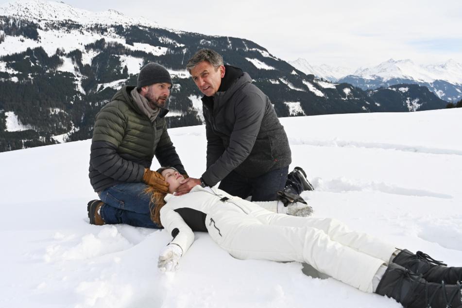 """Eine Szene aus """"Der Bergdoktor"""". In diesem Jahr fanden die Dreharbeiten unter Corona-Auflagen statt."""