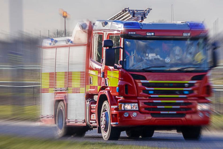 Die Feuerwehr musste den 27-Jährigen aus dem Flutgraben retten. (Symbolbild)