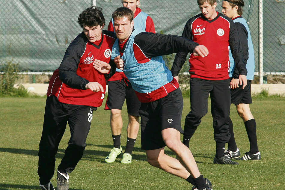 Trainings-Duell beim SV Wehen Wiesbaden: Dominik Stroh-Engel (l.) kontra Ronny König.