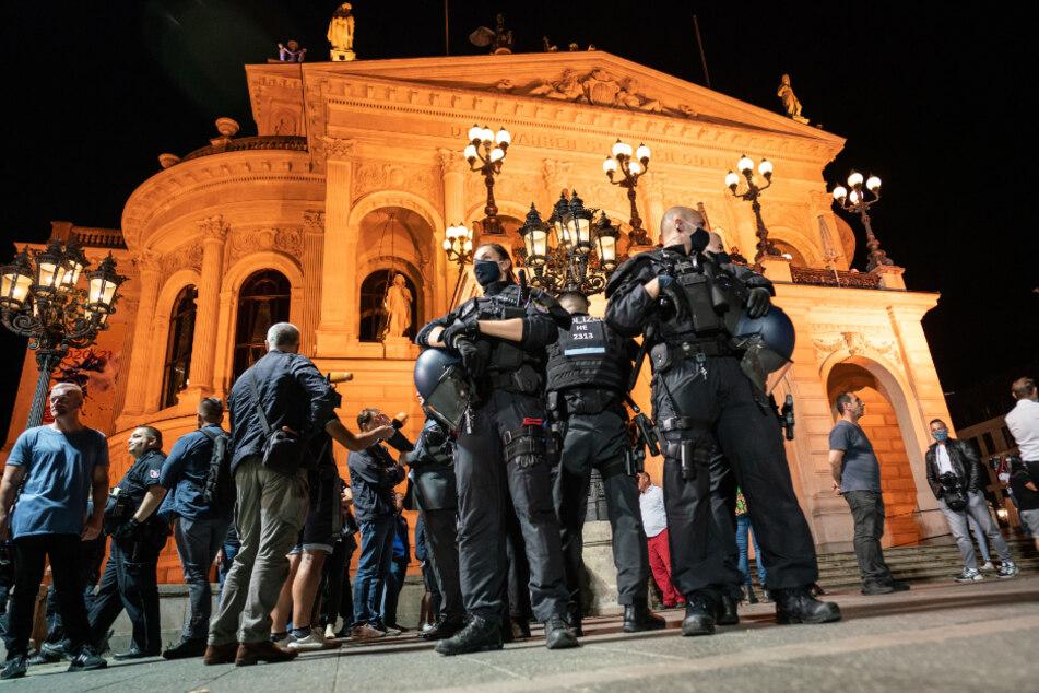 Kein Betretungsverbot mehr: So lief die Nacht auf dem Frankfurter Opernplatz