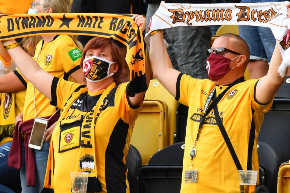 Mit Maske und Abstand! Anders dürfen die Fans auch am Sonntag gegen Waldhof Mannheim nicht ins Stadion.