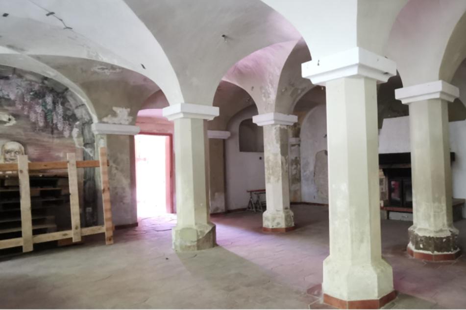 Der Rittersaal ist rund 60 Quadratmeter groß und wartet auf eine neue Nutzung.