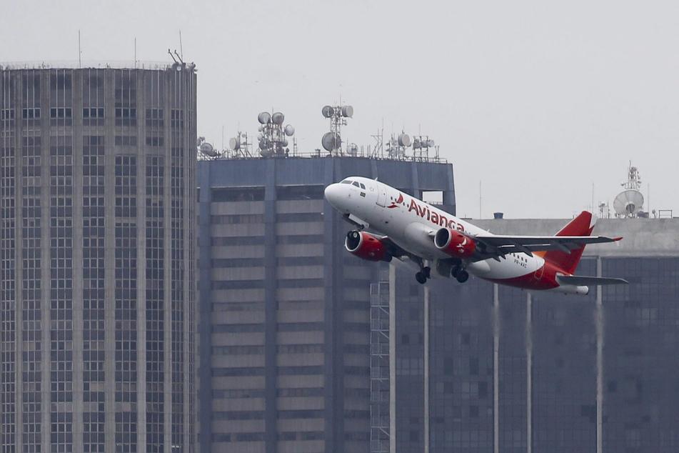 Rio De Janeiro: Ein Airbus 319 der Fluggesellschaft Avianca nach dem Start.