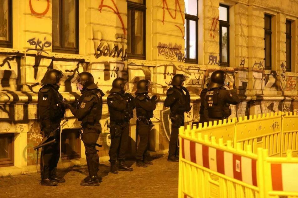Erneut löste die Polizei eine Menschenansammlung in Connewitz auf. (Archivbild)