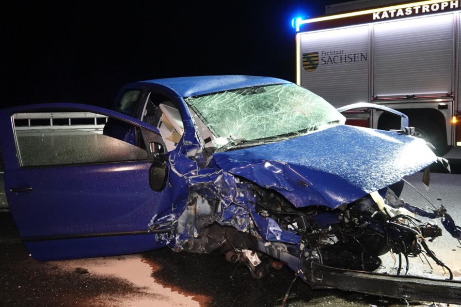 ... und raste in den VW eines 32-jährigen, der zuvor mit einem Lastwagen kollidiert war.