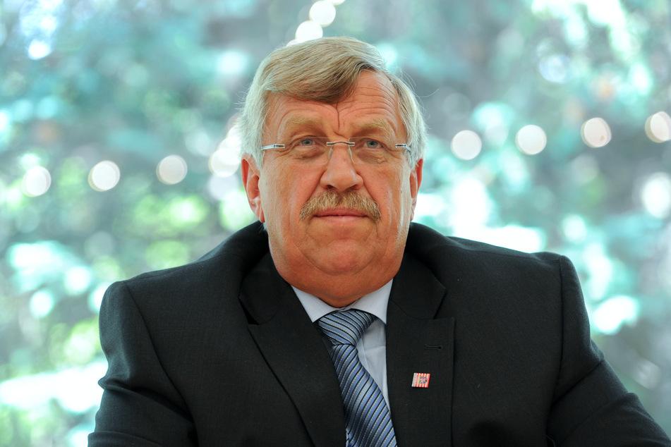 Wegen Hasskommentaren gegen den ermordeten Kasseler Regierungspräsidenten Walter Lübcke gehen Ermittler bundesweit gegen 40 Beschuldigte vor.