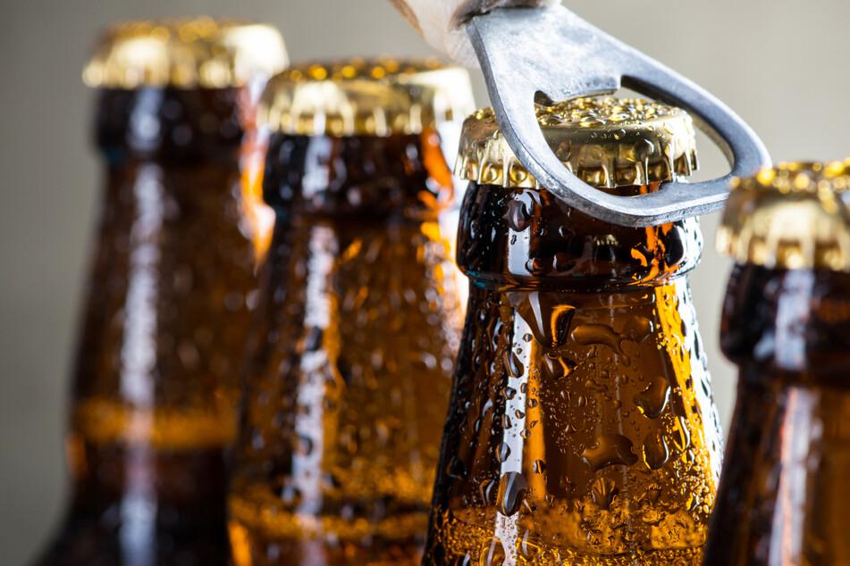 Aushilfen gesucht, die Fassbier in Flaschen umfüllen und notfalls die Lagerbestände austrinken? Es sollte ein Spaß sein, dieser hat Folgen.