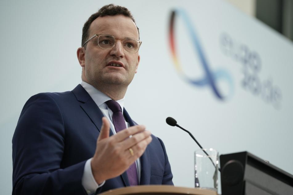 Jens Spahn (CDU), Bundesminister für Gesundheit, spricht bei einer Pressekonferenz zum aktuellen Infektionsgeschehen und zur nationalen Teststrategie in der Bekämpfung der Corona-Pandemie.