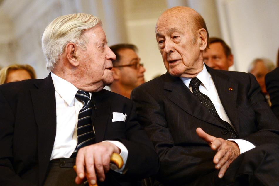 Der ehemalige deutsche Bundeskanzler Helmut Schmidt (l, †96) und der ehemalige französische Staatspräsident Valéry Giscard d'Estaing.