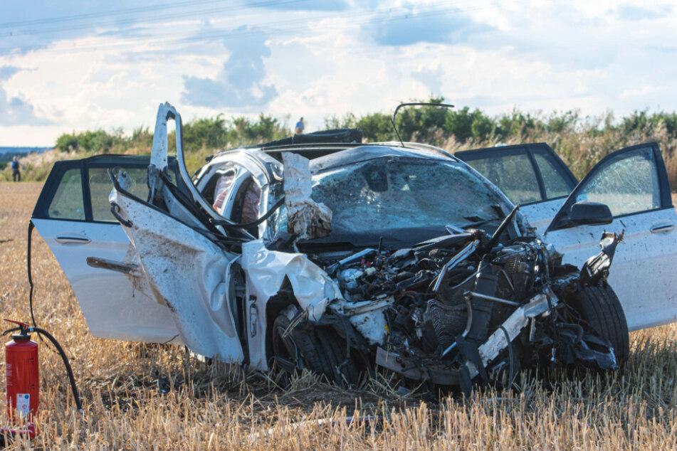 Der BMW überschlug sich mehrmals in einem Getreidefeld.