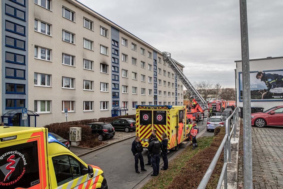 In einem Plattenbau in Plauen brach am Sonntag ein Brand aus.