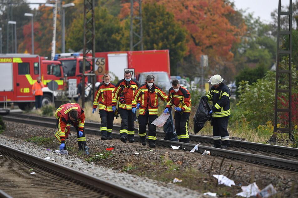 Am Dienstagmorgen sind an einem Bahnhof in Bruckberg bei Landshut in Bayern zwei Schüler von einem Zug erfasst und tödlich verletzt worden.