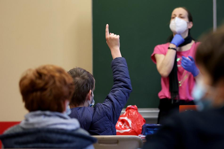 AfD forderte Samstags-Unterricht in Sachsen-Anhalt, Bildungsminister reagiert so