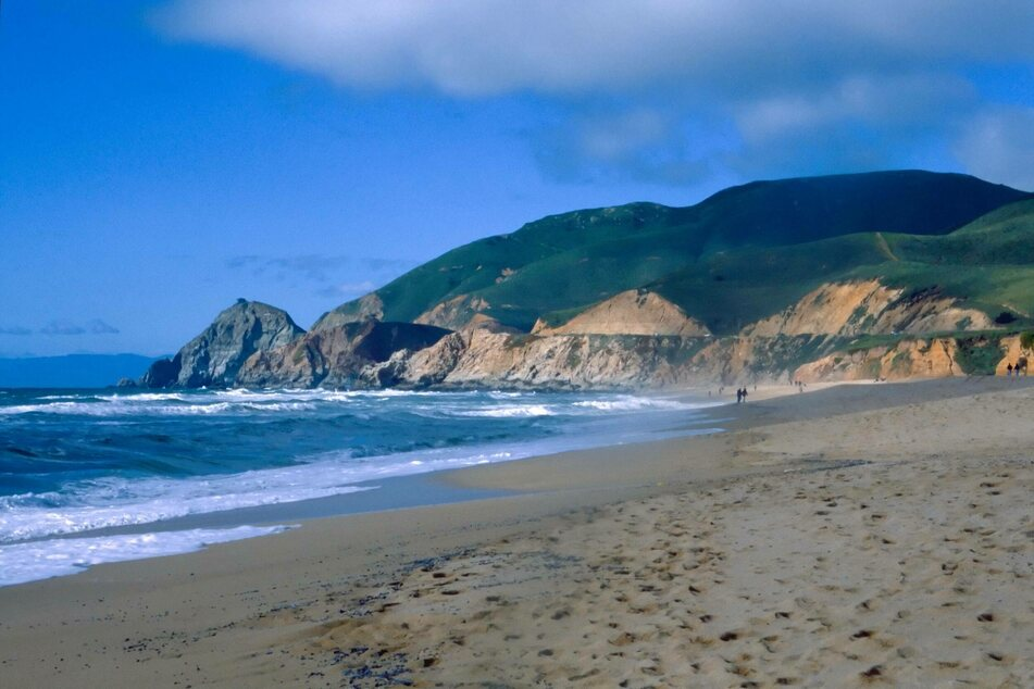 California man swept into sea by powerful waves feared dead