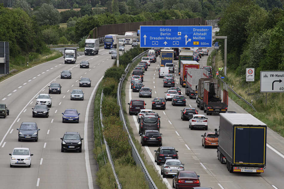 Dresden: Sperrung der A4: Jugendliche laufen mehrfach über die Autobahn