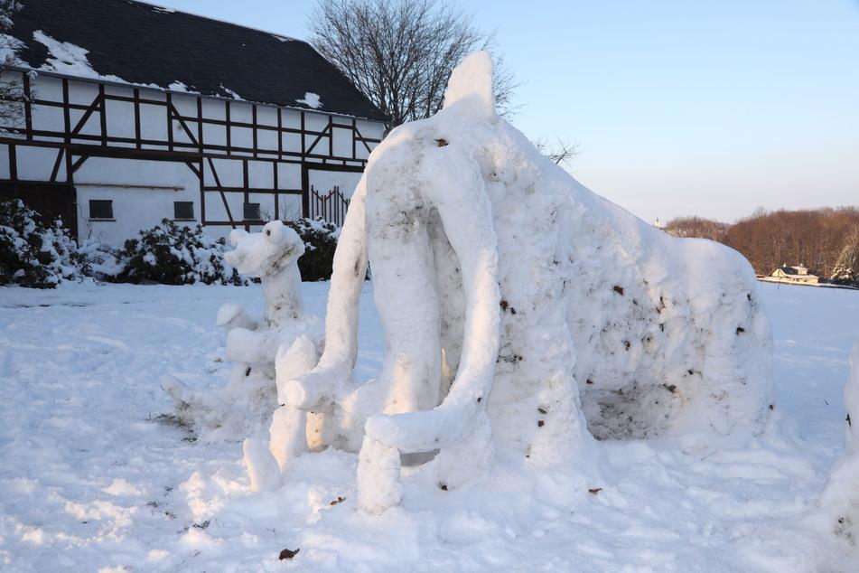"""Ganz in Weiß präsentiert sich """"Ice Age""""- Mammut Manni."""