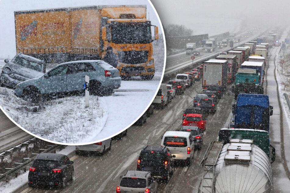 Schnee-Chaos in Sachsen: Stau auf A4, Autos rutschen in Straßengraben