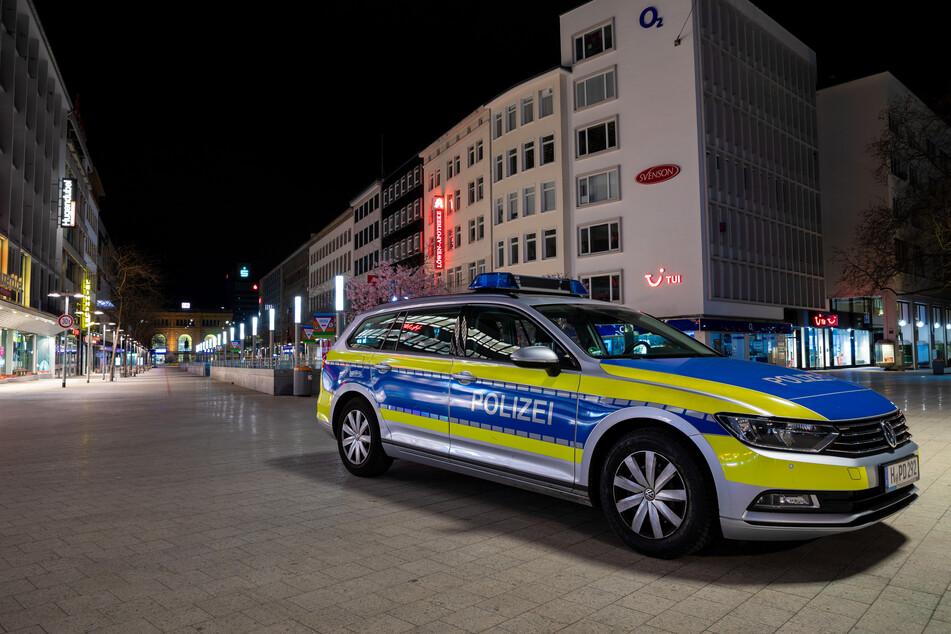 Nächtliche Ausgangssperre: Polizei muss immer wieder durchgreifen