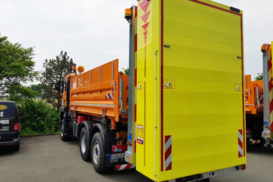 Das Foto zeigt einen Aufprallschutz, um Straßenwärter bei der Arbeit auf Bundesstraßen in Nordrhein-Westfalen zu schützen.