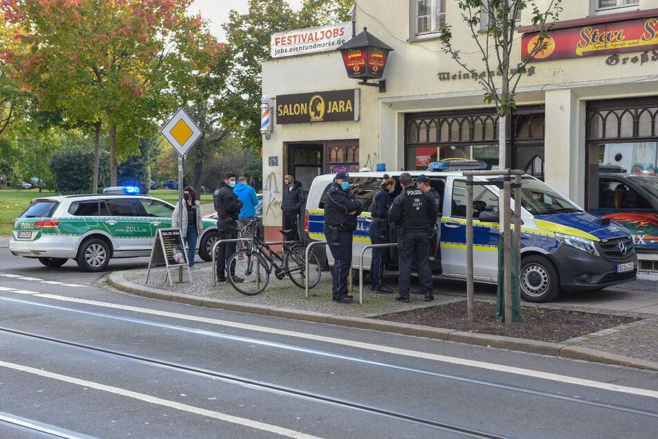 Zoll und Polizei sind derzeit im Einsatz vor Ort.