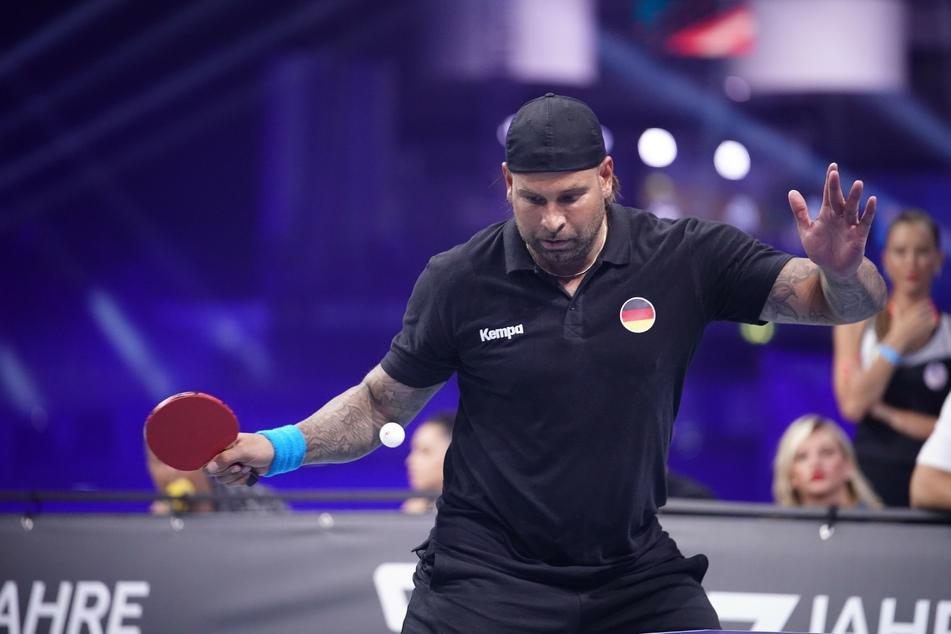 Tim Wiese (39) erwischte einen gebrauchten Abend. Schon in Runde eins des Tischtennis-Turniers musste er gegen Weltmeister Kevin Großkreutz (32) die Segel streichen.