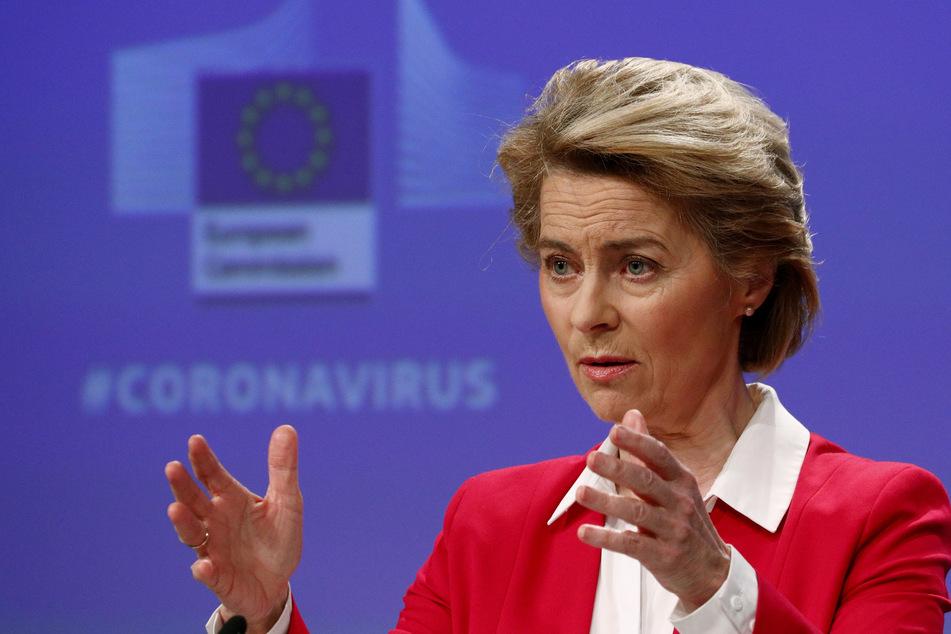 Ursula von der Leyen, Präsidentin der Europäischen Kommission, spricht während einer Pressekonferenz im EU-Hauptquartier in Brüssel über die Bemühungen der EU zur Begrenzung der wirtschaftlichen Auswirkungen der Corona-Krise.