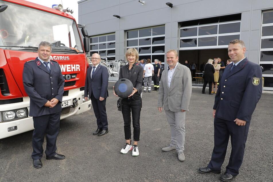 Bei der Eröffnung waren auch Jens Kreißig von der Berufsfeuerwehr, Andreas Hirth vom SMI, Oberbürgermeisterin Barbara Ludwig, Dipl.-Ing. René Horak und Sven Reutre von der Feuerwehr dabei.